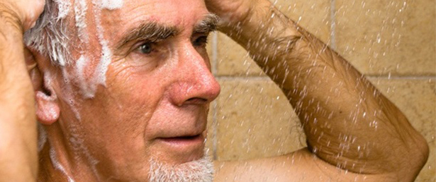 Resultado de imagem para higiene pessoal do idoso
