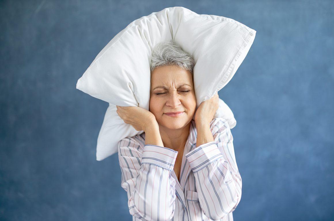 4 passos que podem resolver a insônia em idosos