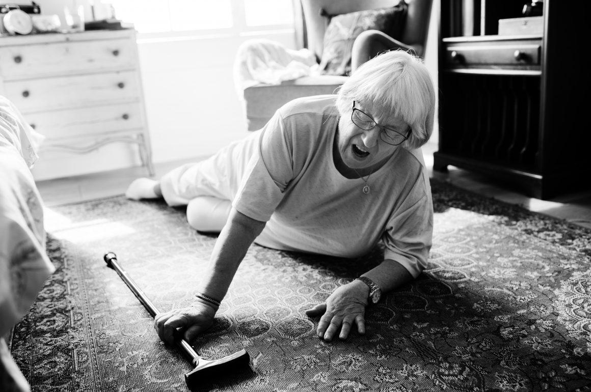 Cuidar do idoso sempre para nunca cair
