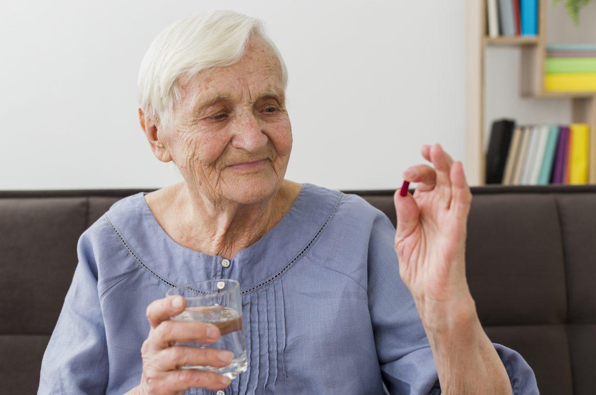 7 cuidados na administração de remédios em idosos
